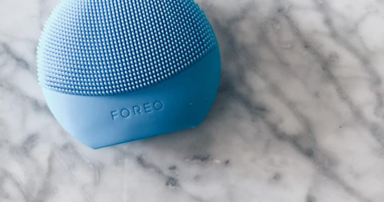 Foreo Luna fofo Review | Anti Aging and Skin Cleansing System
